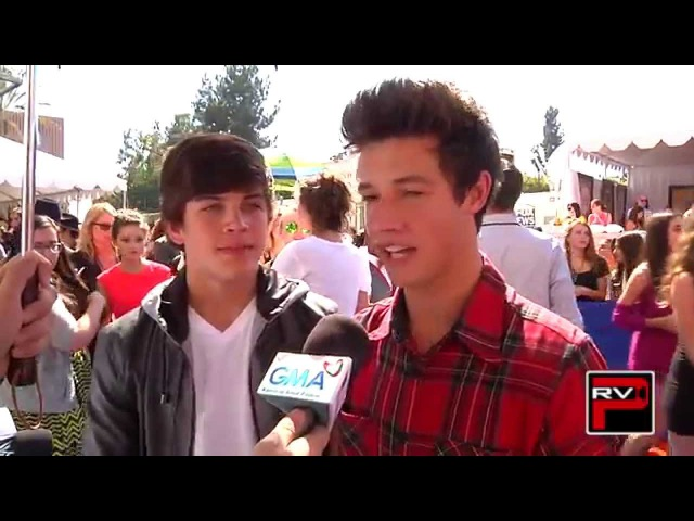 Cameron Dallas Hayes Grier: How To Date Them, Fan Love Pigging Out! Teen Choice Awards 2014!
