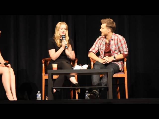Fairy Tales 2015 : Elizabeth Lail Scott Michael Foster