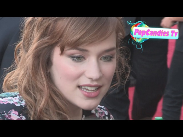 Elizabeth Lail greets fans at Once Upon A Time Season 4 Premiere in Hollywood