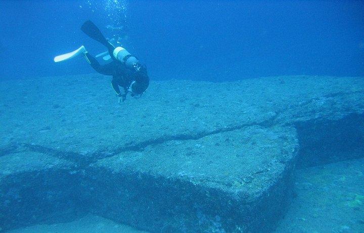 Подводный храм в озере Титикака