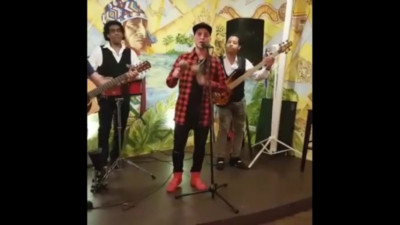 Живая музыка для Dia de la Independencia de Colombia