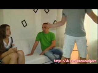 porno-prodal-devushku-za-dolgi-tesha-i-zyat-v-dushe-porno-foto