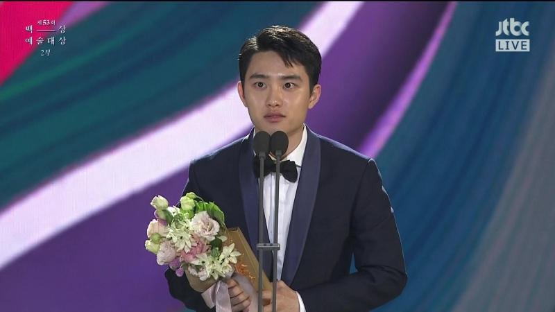 [CUT] 170503 EXO's D.O. - Win 'Star Century Popularity Award' @ 53rd Baeksang Arts Award
