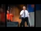 Пьяный ЕБНь (ельцин. боря.николаевич.) танцует и поёт. Самая полная подборка! Редкие кадры