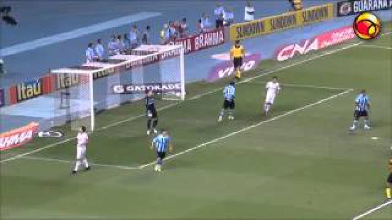 ► Fred recebe de Wagner e perde gol contra o Grêmio