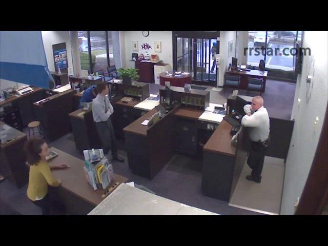 Перестрелка грабителя и охранника банка