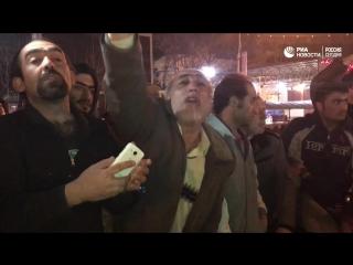 Иранцы вышли на улицы, чтобы почтить память бывшего президента страны