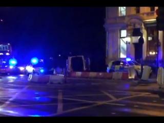 На лондонском мосту преступники давили людей автобусом, а затем набросились с ножами