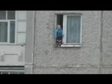 Когда на улице гопота, а мамка выгоняет погулять (6 sec)
