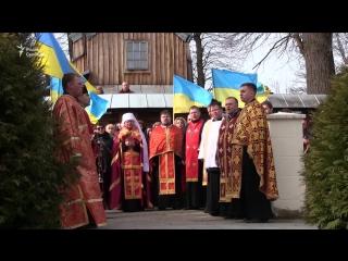 Близько тисячі людей заспівали український гімн біля могили його автора – отця Михайла Вербицького