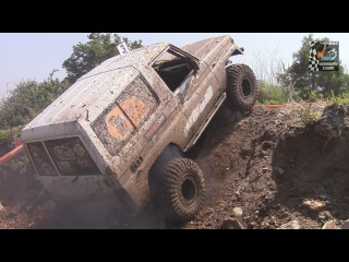Off Road Toyota Land Cruiser 4x4 Extreme Skils [Full HD]