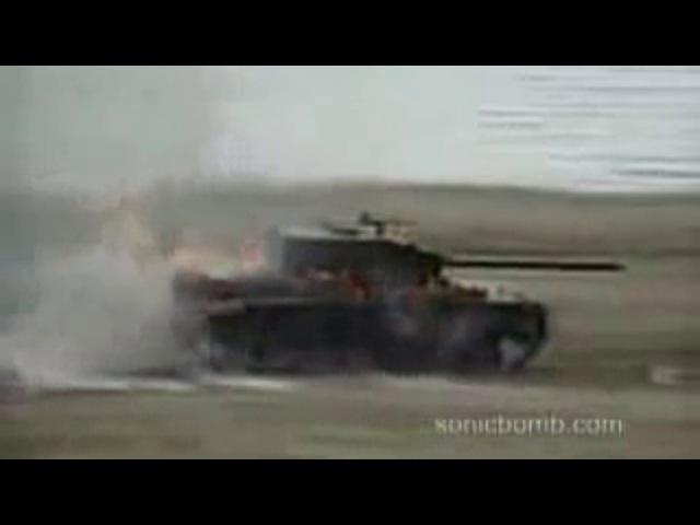 кумулятивный снаряд !! В ДЕЙСТВИИ!! ПОПАДАНИЕ В ДВИЖУЩИЙ ТАНК!!