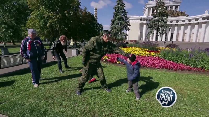 Вечерний Ургант Уроки самообороны Борис Тигр против ребенка dtxthybq ehufyn jhbc nbuh ehjrb cfvjj jhjys