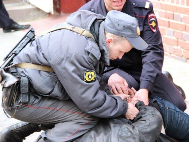 В Таганроге сотрудники вневедомственной охраны Росгвардии задержали гражданина, находившегося в федеральном розыске
