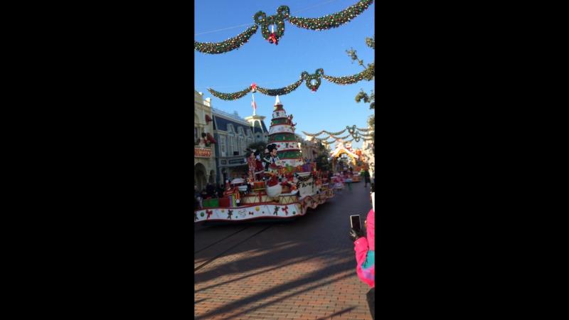 Рождественский парад в Диснее