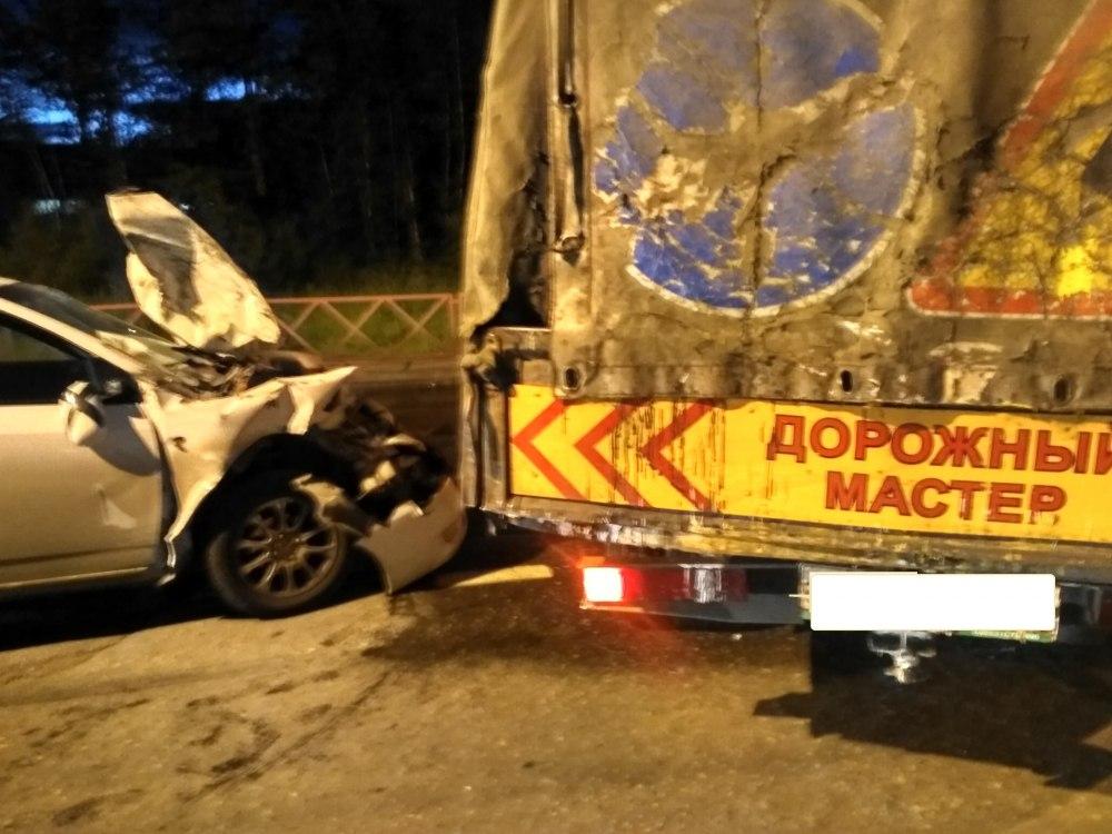 Фото ДТП в Ярославле: иномарка врезалась в грузовую «Газель»