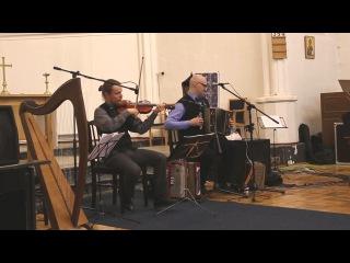 Анатолий Исаев (аккордеон), Владимир Волков (скрипка)
