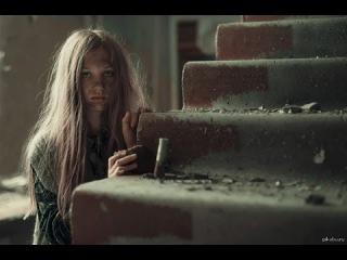 Стоит ли брать в жены девушку из бедной семьи? / Денис Борисов