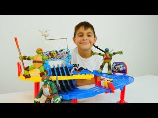 Oyuncak Kraliyeti - erkek çocuk oyunları/videoları. Mikayil ve Ninja Kaplumbağalar araba yarışında