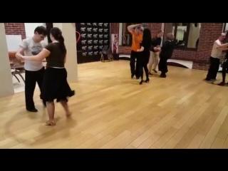 А мы продолжаем знакомить вас с базовыми элементами латиноамериканских танцев.