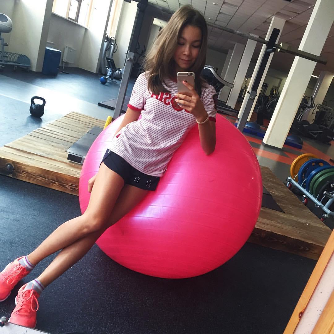 Розовый мяч Новогорска & Индивидуальный чемодан фигуриста - Страница 2 Ukik-Yx1CNs