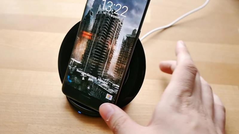 Обзор беспроводной зарядки Samsung EP-NG930 » Freewka.com - Смотреть онлайн в хорощем качестве