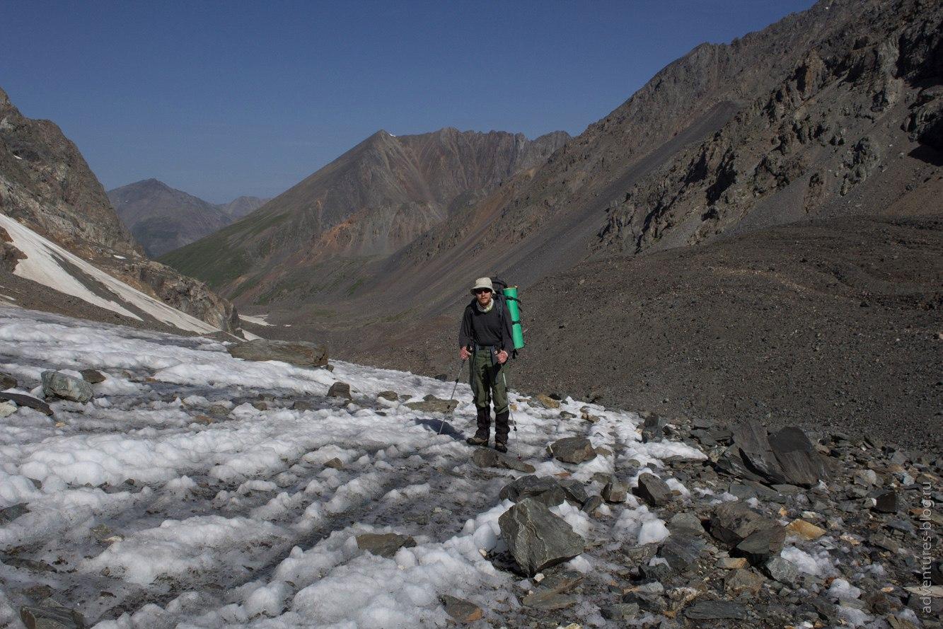 Подход по леднику к перевалу Нижний Шавлинский