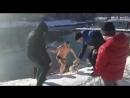 В Симферопроле, 17 декабря, мужчина залез в пруд в городском парке, чтобы спасти собаку.