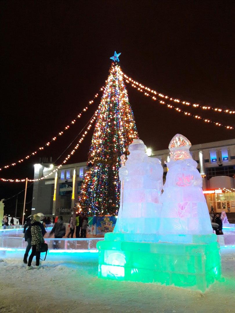 Открыли ледовый городок и зажгли красавицу ёлку!