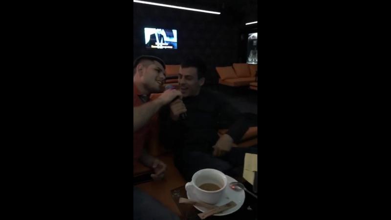 Георгий Зантарая и Дмитрий Канивец в караоке