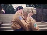 Поцелуй Бертольда и Энни (косплей)