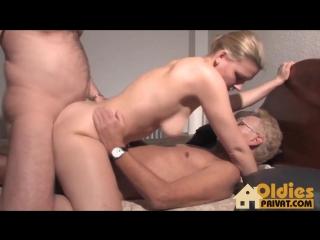 Дедушка ебал жену сина порнуха секс видео фото 436-357