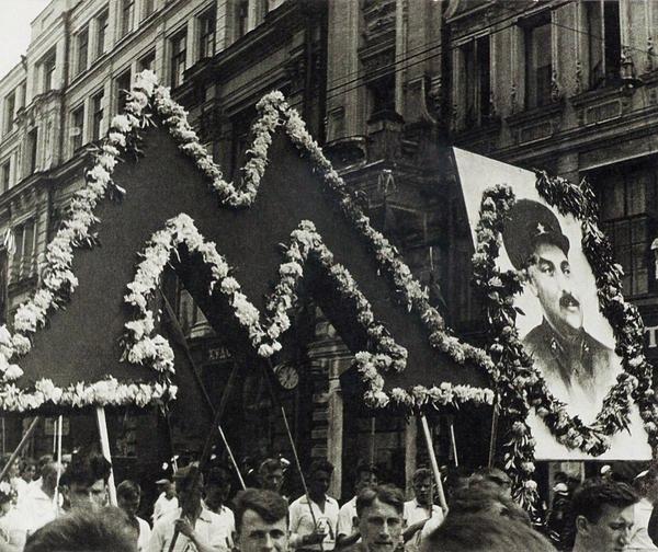 Первомайская демонстрация, 1932. Фотограф: Александр Родченко.