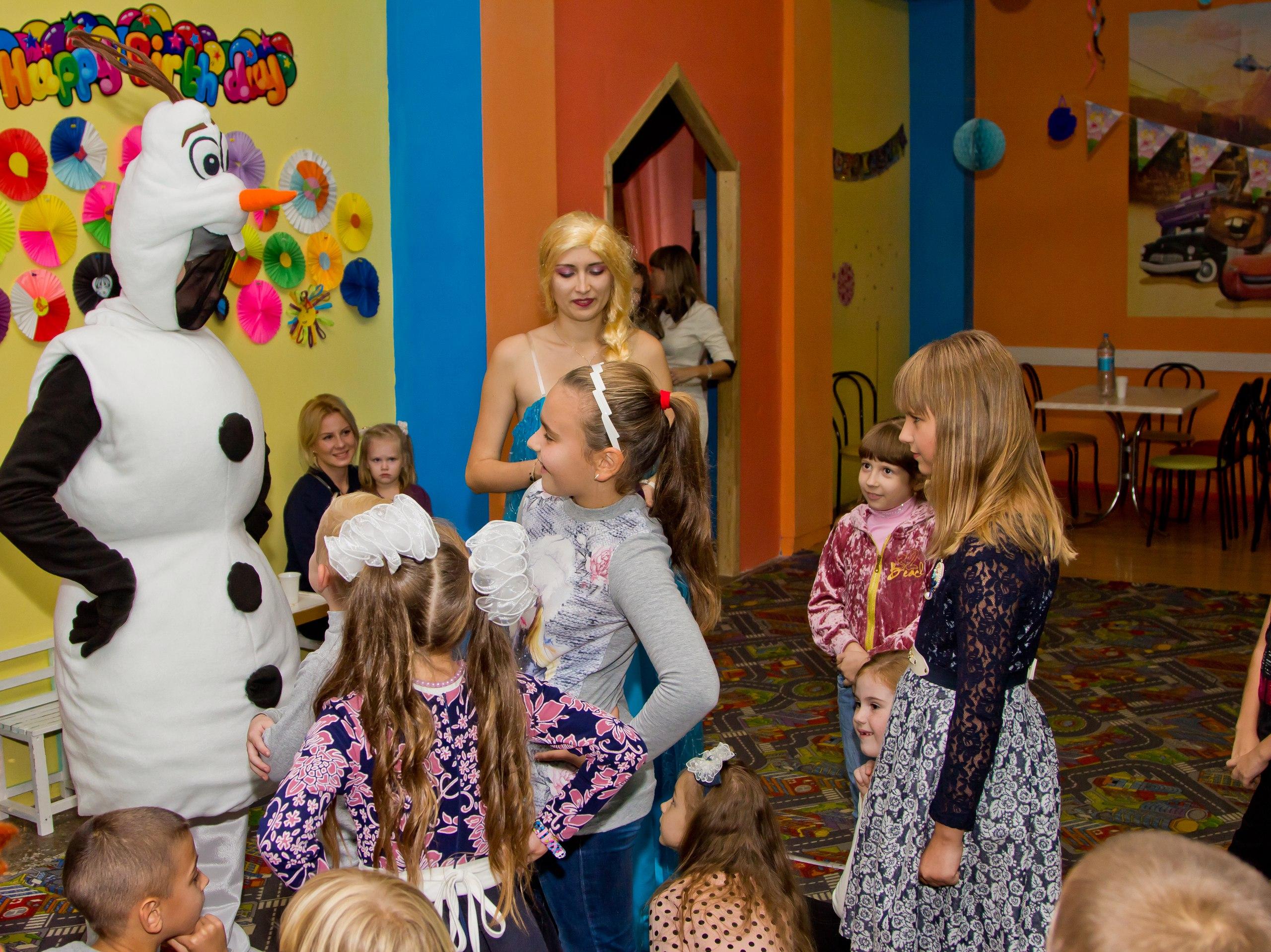 детский праздник в стиле Холодное сердце заказ аниматоров Запорожье Олаф Анна Эльза