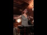 Ульяна Ангелевская. Уличный певец