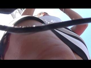 Подглядывание под миниюбку на трусы в обтяжку