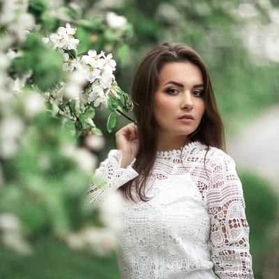 Алена Комарова