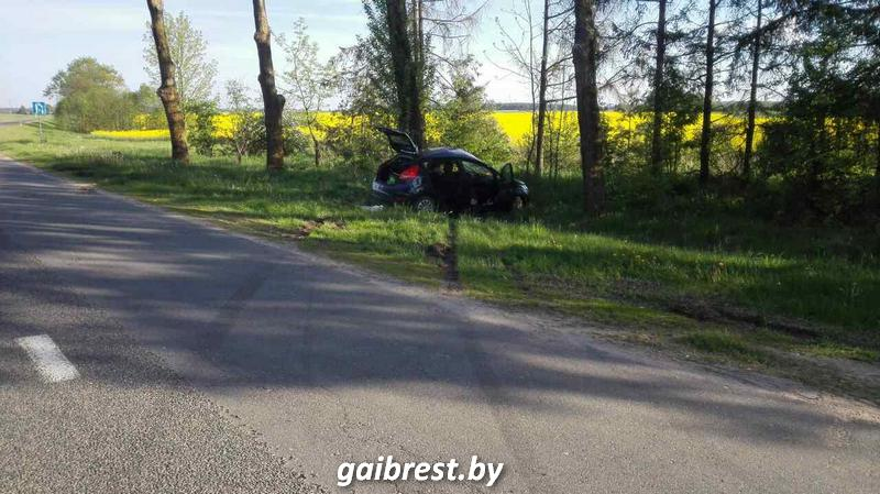 В Каменецком районе женщина не справилась с управлением: трое пострадавших в больнице