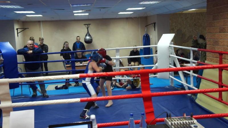 Бой по боксу в весовой категории 55 5 кг Паши Пендо 2005 г Тотьма против Никанова Александра 2004 г В Устюг 25 06 2017 г В