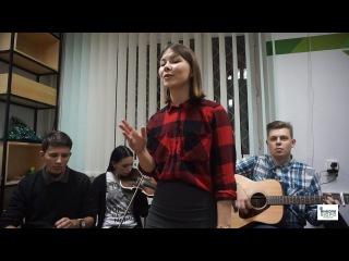 Конкурс песен под гитару в Молодежном «Красном Кресте»