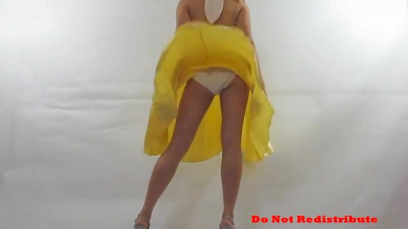 Ветер поднял желтую юбку Ветер под юбкой skirt windy Под юбкой апскирт классной попки Засвет трусиков под юбкой Upskirt pa  » онлайн видео ролик на XXL Порно онлайн