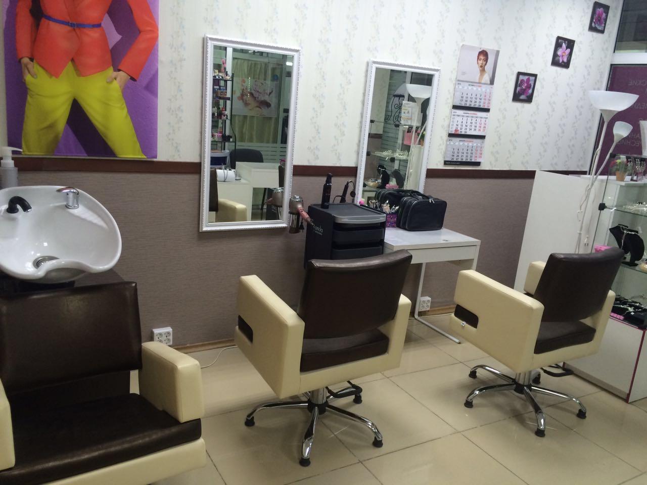 """Салону красоты """"Адель"""" срочно требуется парикмахер-универсал, можно на аренду или проценты. Срочно!!! Galaxy 4 эта�..."""