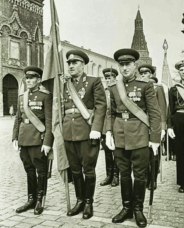 Парад 9 мая 1965 года в Москве с легендарными Егоровым и Кантария