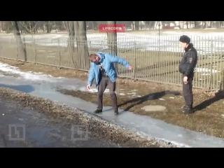 В Петергофе буйный водитель развеселил полицейских танцем патимейкера