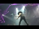 Paul Stanley smashes guitar