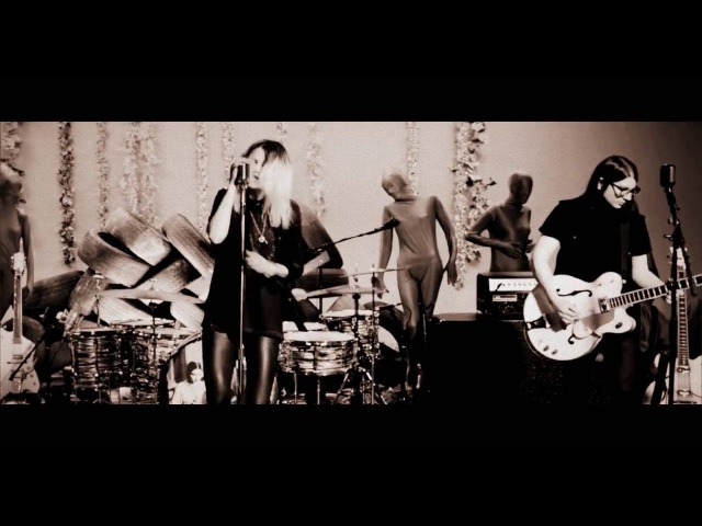 The Dead Weather - Lose the Right (Live Performance Video)