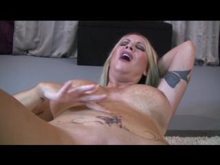 Navel finger stab orgasm