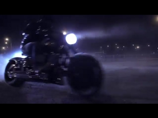 Harley Davidson по Ночной Москве