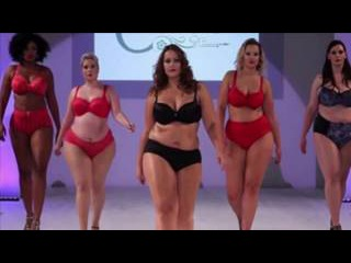 Fashion Week Plus Size 2017 / Plus Size Woman Walks in Bikini / Fashion show .