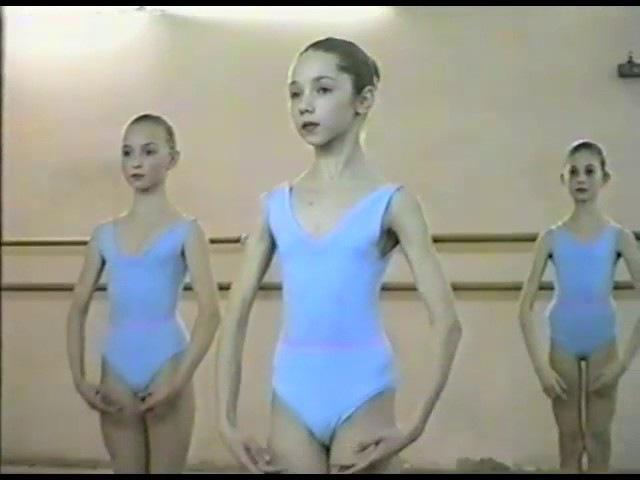 Vaganova Ballet Academy Exam 1/5 (1994) - Anna Sysoeva, Olesya Novikova
